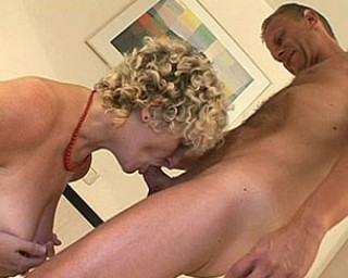 Mature couple doing eachother on the bed