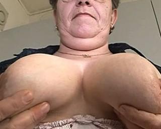 Mature amateur housewife has dildo fun