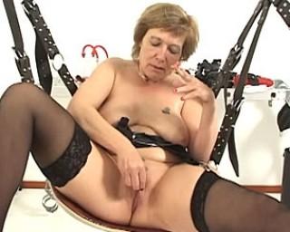 Kinky granny doing kinky shit all dat long