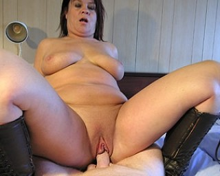 Mature nympho getting wet from cock