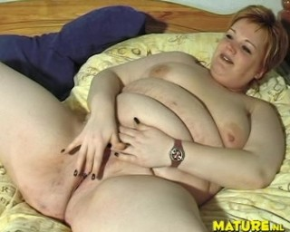 chubby mature bitch is playing with herself