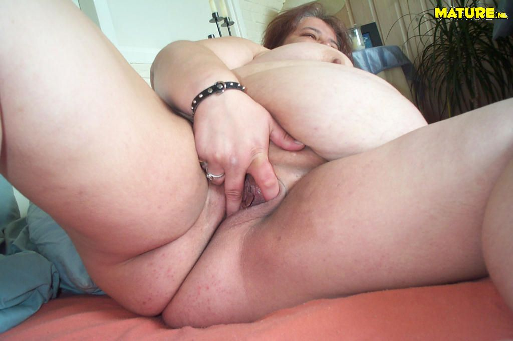 Fat mature fuck in doggy style 5
