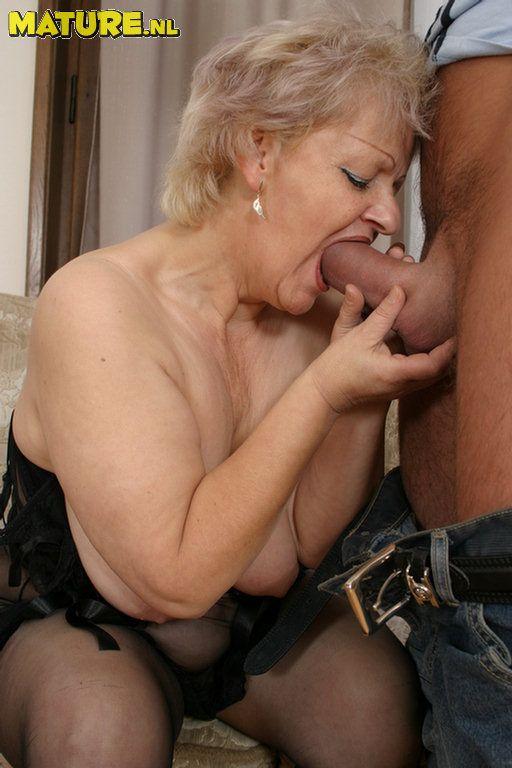staraya-sosedka-smotret-porno