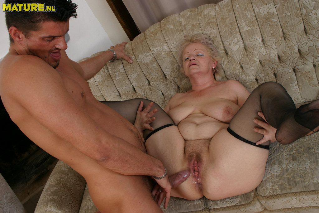 Секс видео порно с старушками