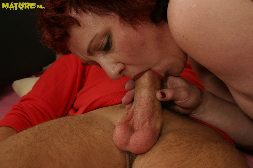 Mature mommies fucking and sucking