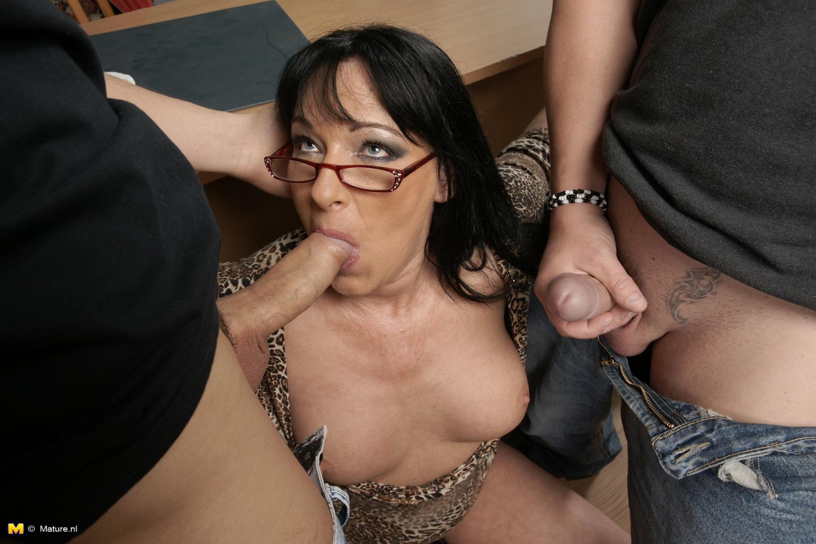 Секс с училкой блядью 1 фотография