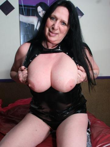 geile oma zeigt dicke titten oma sexbilder