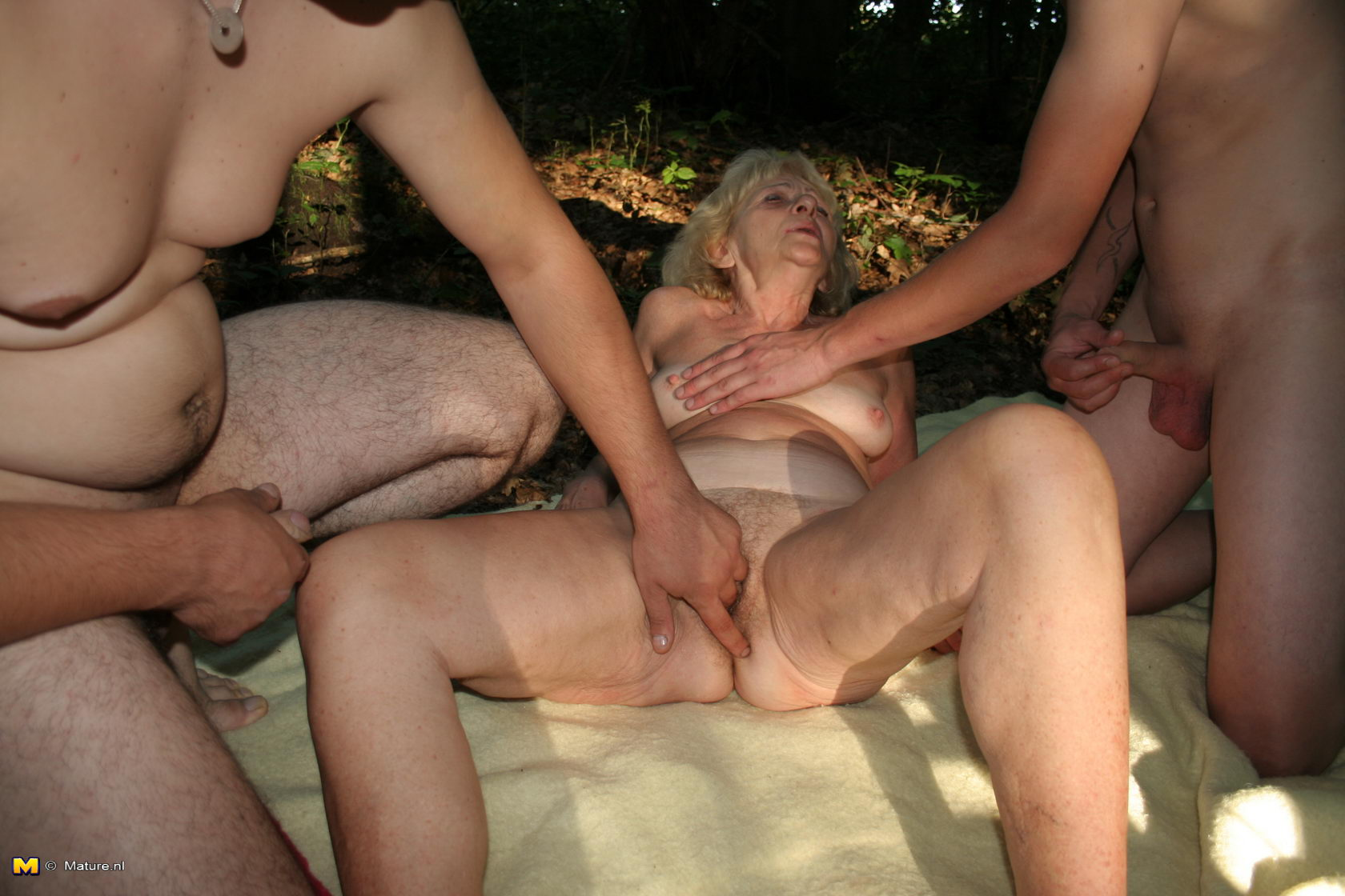 Two men fucking an old slut