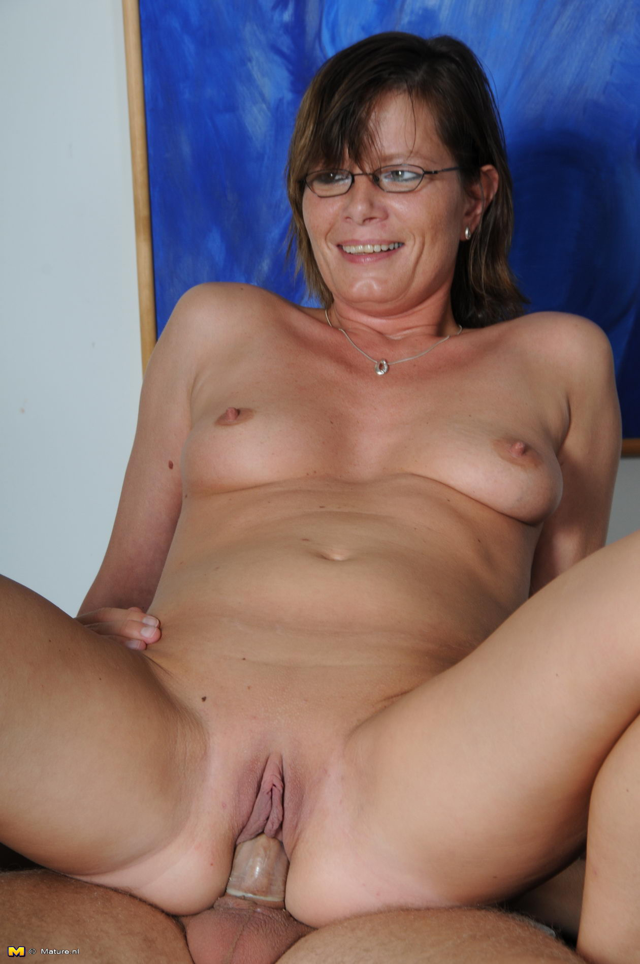 Horny mature housewives naked this
