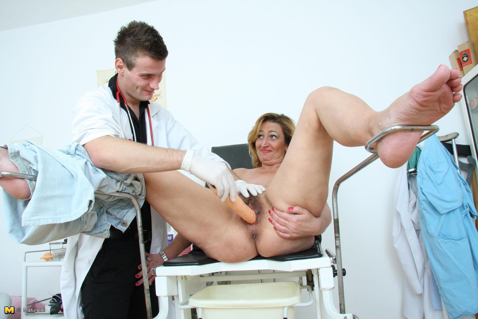 Осмотр у гинеколога онлайн