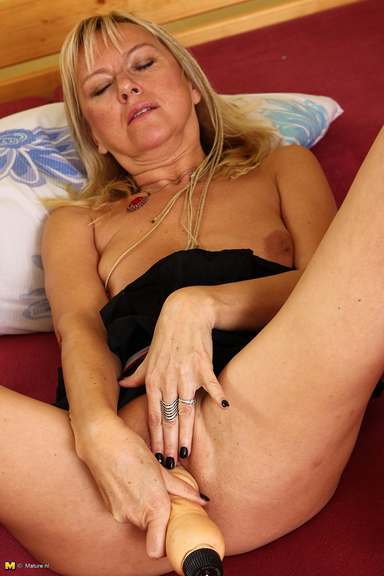Hot milf caught me jerking