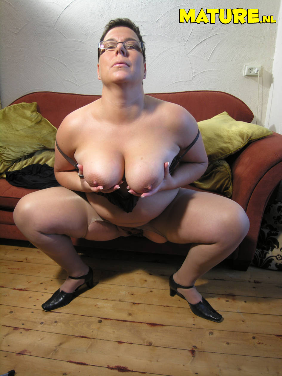 Mature chubby slut mom olga loves to get wet and wild