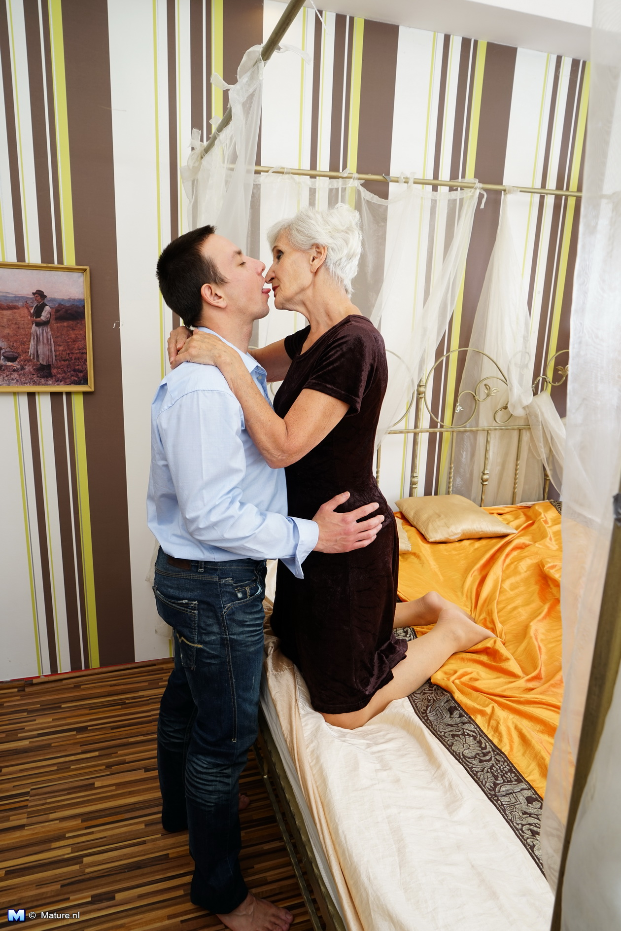 Horny mature woman playing with her toy boy: affiliates.mature.nl/free/custom_galleries/3395/index.php
