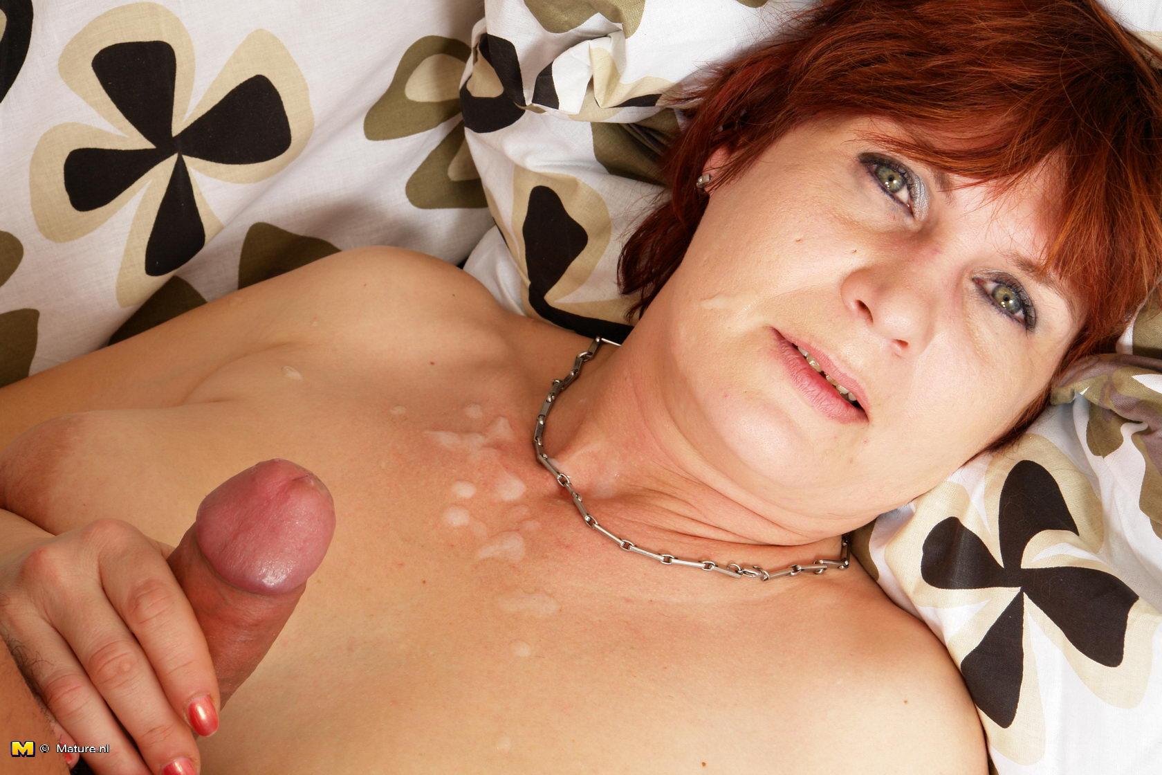 Секс с 60 летней бабкой: http://bux2010.ru/2015/01/11/seks-s-60-letnej-babkoj.html