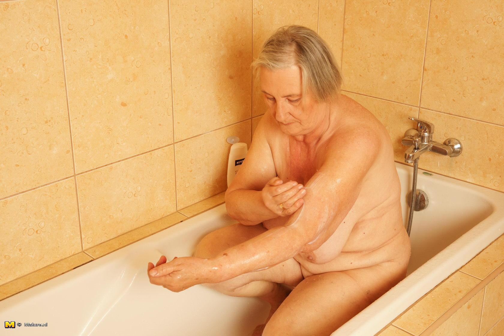 Фото секс с внуком в ванной 3 фотография