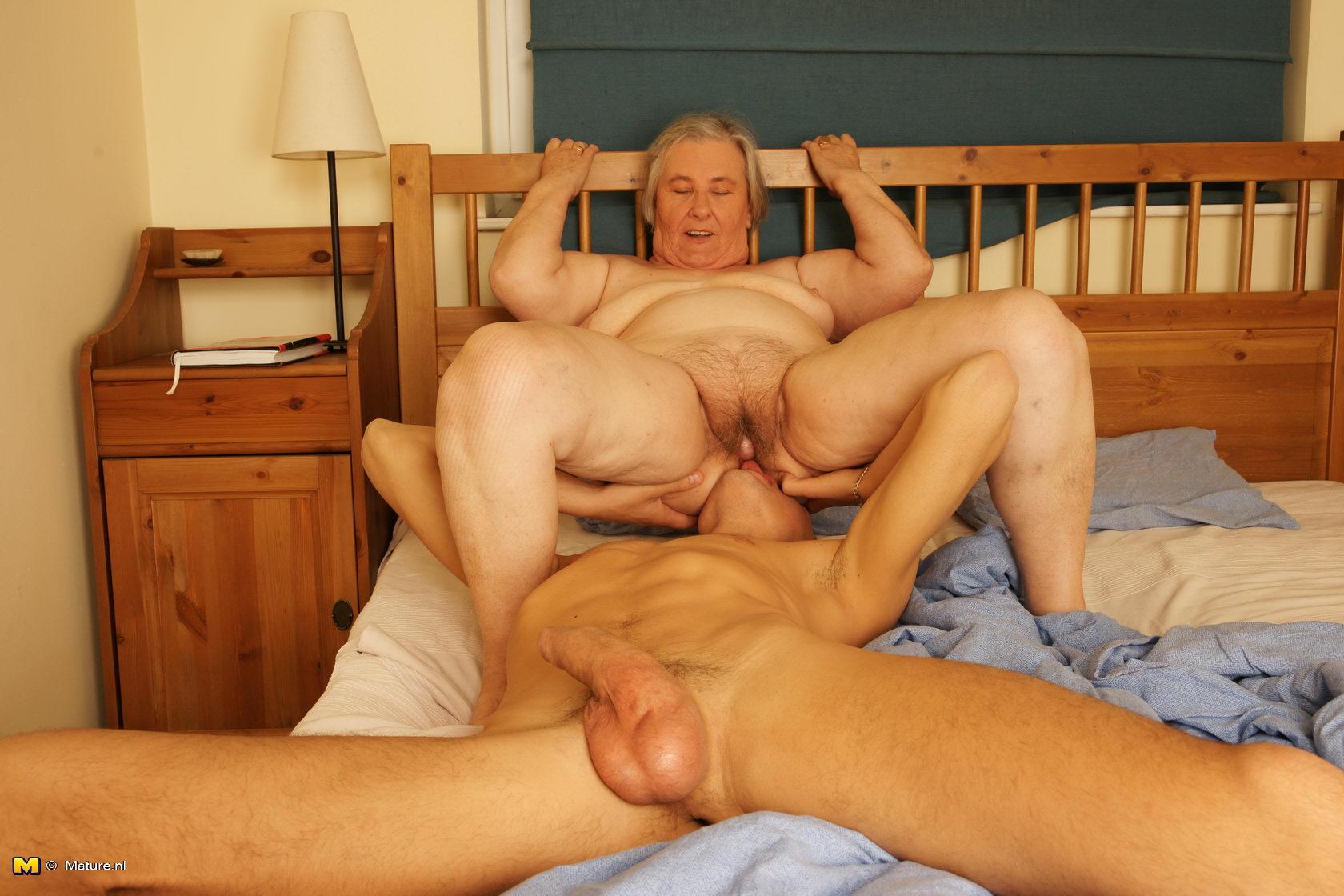 Секс с старушкою 17 фотография
