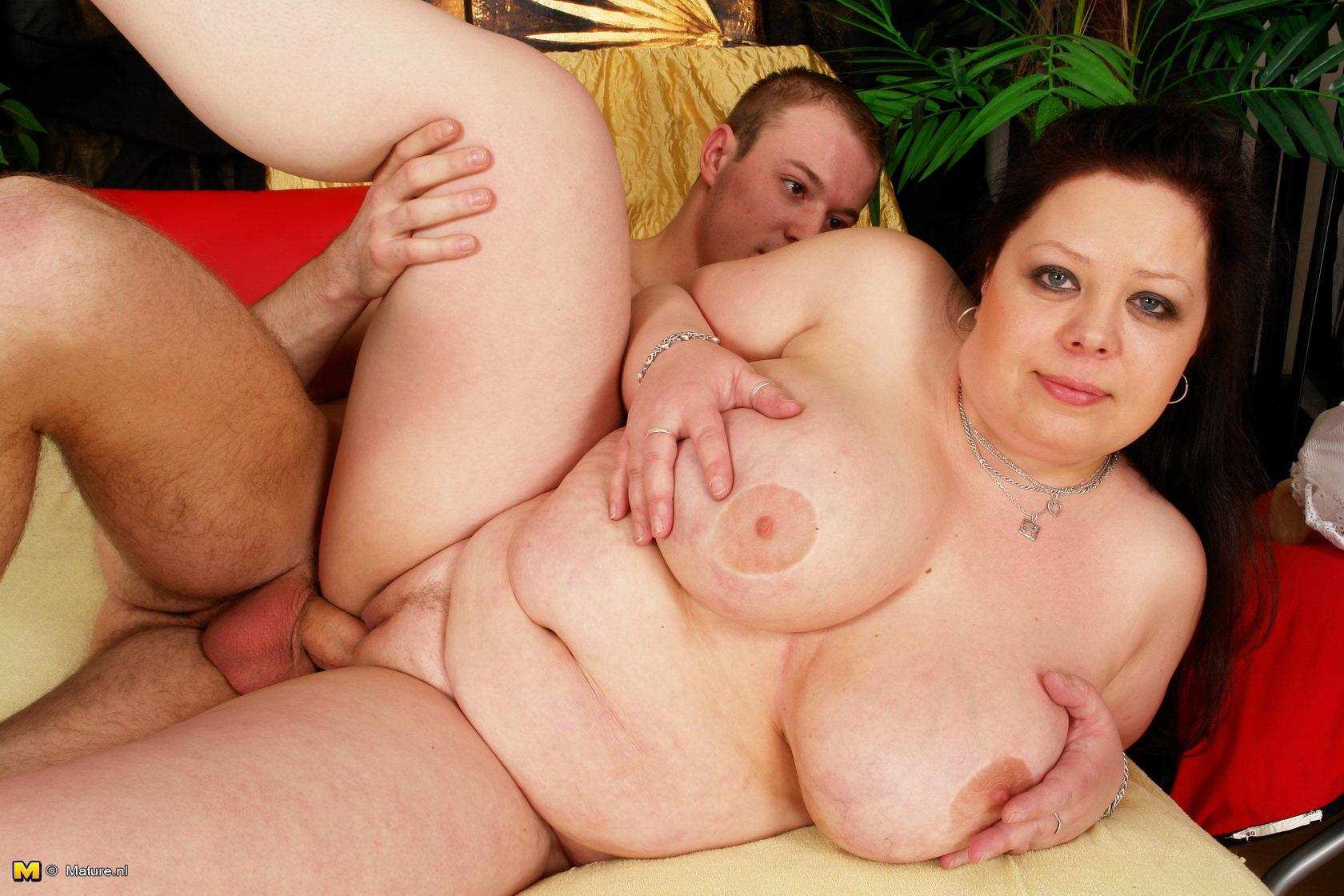 Четыре мужика отодрали жестко блондинку 8 фотография