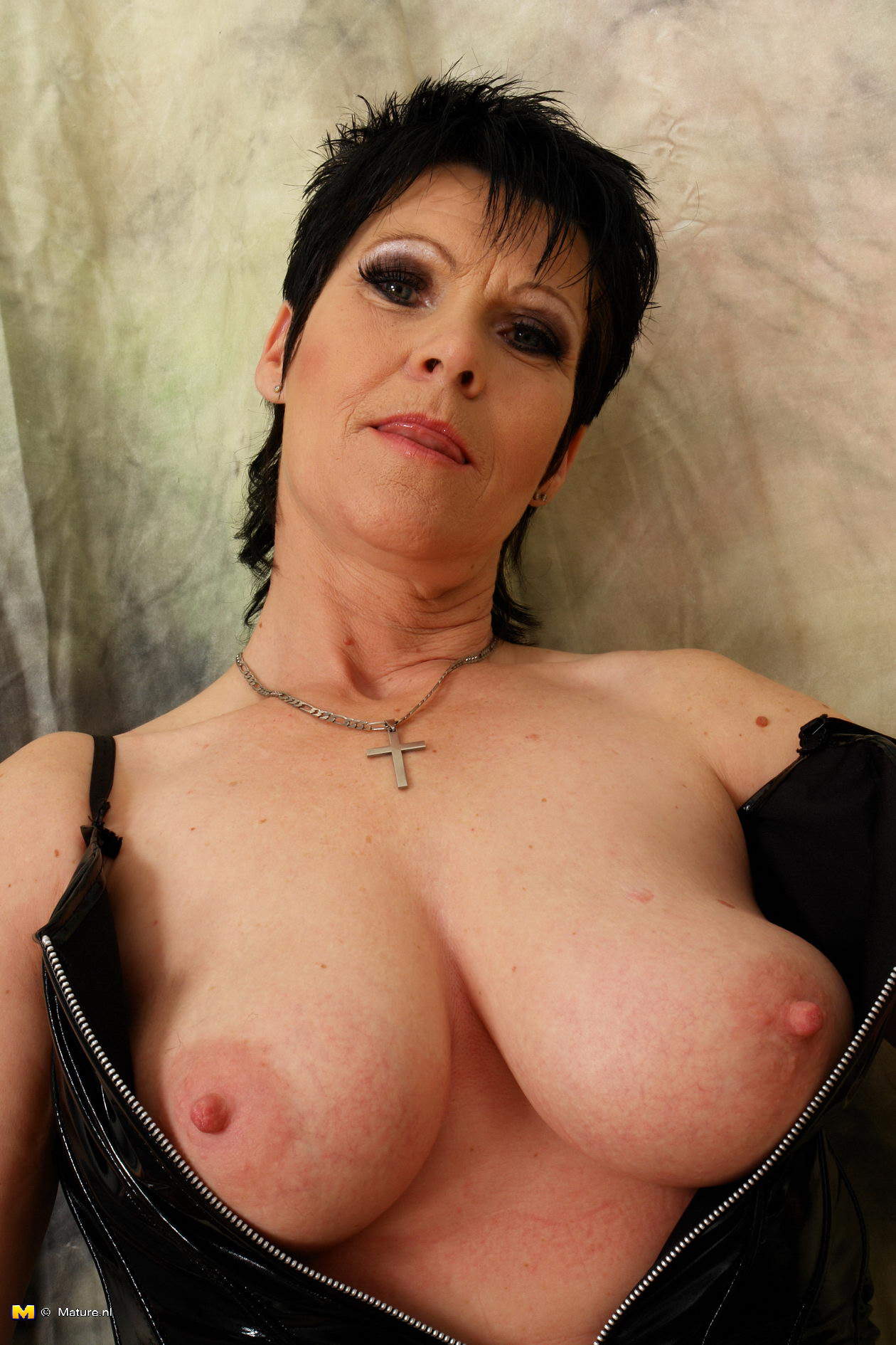 Glamor mature tube