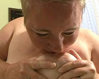 chunky mature housewife playing with herself