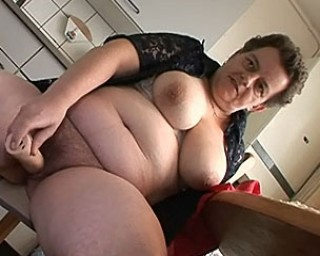 Omaseks Older amateur housewife in dildo action