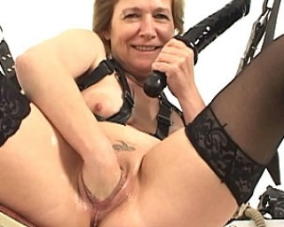 Kinky sex granny shows what shes got