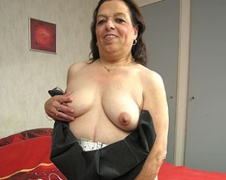 Mature-nl Granny playing with her old snatch
