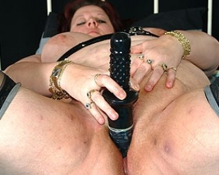 Big mature woman getting done by two guys