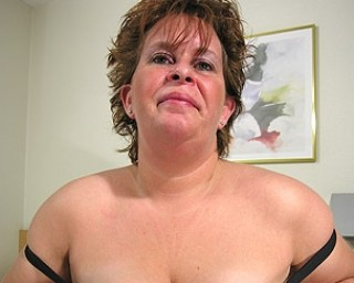 Big mature lady knows how to please herself
