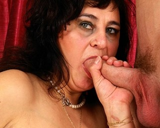 Omaseks Cock swallowing mama takes on a hard cock