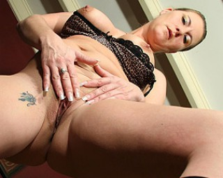 Omaseks Horny housewife playing with herself