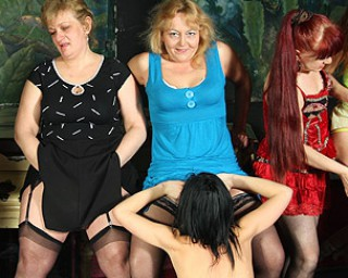 Mature-nl Special all female old and young sexparty