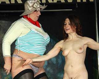 Every lady gets wet at this special all female sexparty