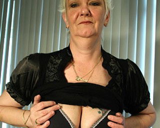 This mature mama gets a face full of cum