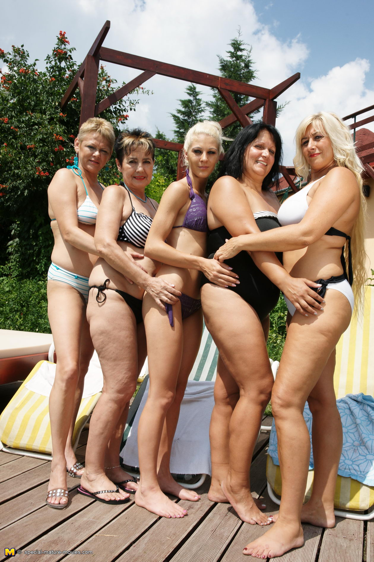 Five old an dyoung lesbians having a summer party